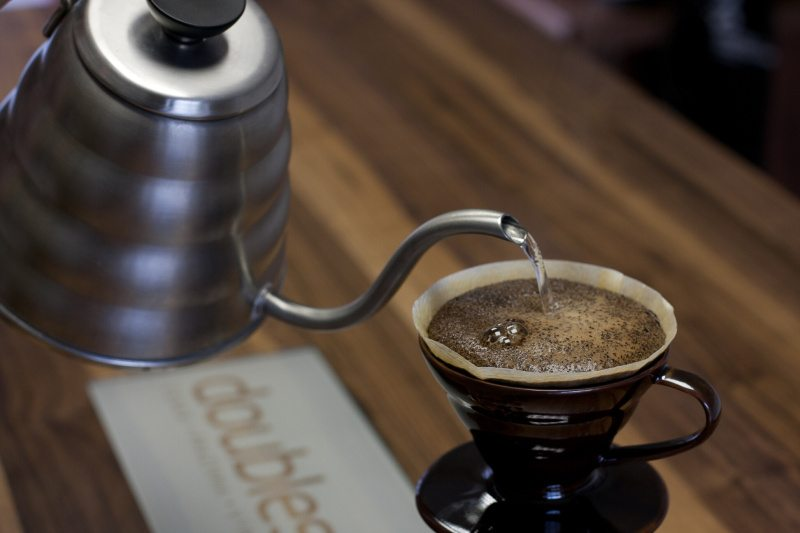 V60 Pour Over Brewing - coffee magazine
